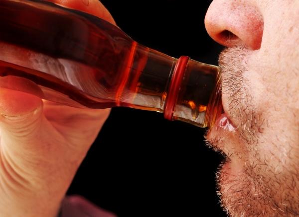Πώς να αντιμετωπίσετε έναν αλκοολικό