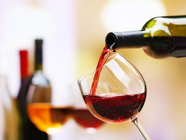 Λιγότερο από 1 ποτό ανά ημέρα μπορεί να αυξήσει τον κίνδυνο καρκίνου του μαστού
