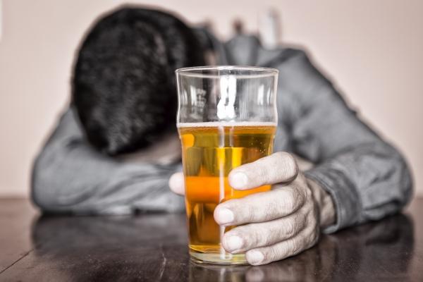 Σημεία και συμπτώματα αλκοολικής εξάρτησης